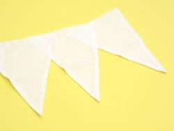 6 fanions en tissu blanc - 13,5 x 19 cm