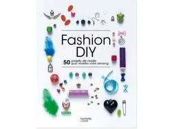 """French book """" Fashion DIY - 50 projets de mode pour réveiller votre dressing"""""""