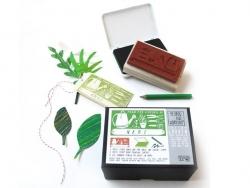 """Stempel mit den Worten """"Custom Garden"""" + grünes Stempelkissen + grüner Buntstift"""