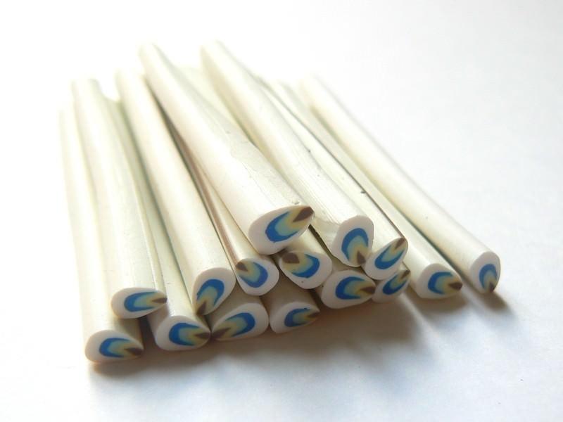 Acheter Cane pétale blanc, bleu et jaune - 0,49€ en ligne sur La Petite Epicerie - Loisirs créatifs