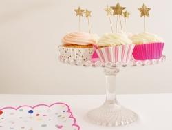 8 assiettes en papier carrées - confettis et rose fluo