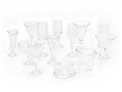 Lot de 14 coupes, verres à pieds et tasse- plastique
