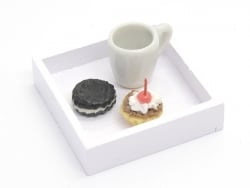 1 plateau miniature carré  en bois - blanc