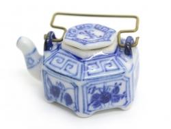 Decorated ceramic teapot - 2.5 cm