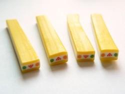 Cane petit cake aux fruits jaune
