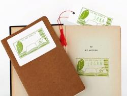 "Tampon ""This book belongs to"" + Encreur vert + Crayon vert"