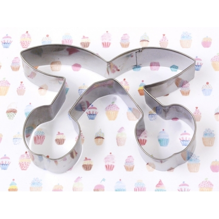 3 biscuit cutters - Cupcakes with a cherry
