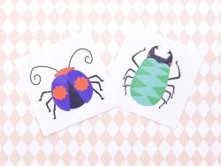 2 Insektentattoos - grün, lila und rot