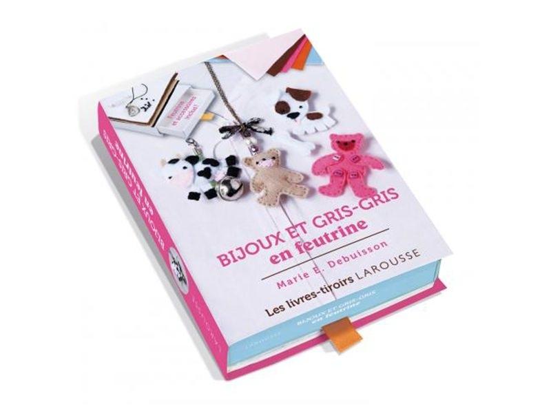 Acheter Coffret livre à tiroir - bijoux et gris-gris en feutrine - 3,50€ en ligne sur La Petite Epicerie - 100% Loisirs créa...