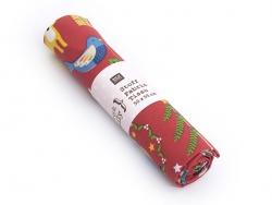 Gemusterter Stoff - Weihnachtsmotive und Tiere auf rotem Hintergrund