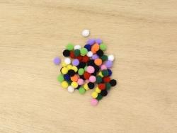 Petits pompons multicolores