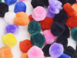 Pompoms in different colours - 15 mm