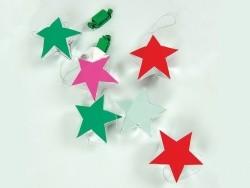 6 Geschenkschachteln zum Aufhängen - rosafarbene, rote und grüne Sterne
