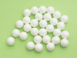 Set mit 30 Styroporkugeln (2 cm) - weiß