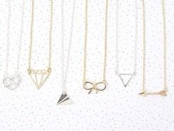 Zarte Halskette mit Diamantanhänger - silberfarben
