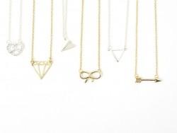 Zarte Halskette mit Diamantanhänger - goldfarben