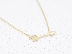 Zarte Halskette mit Pfeilanhänger - goldfarben