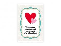 """Postkarte mit der Aufschrift """"Je vous aime énormément et je vous prie d'en faire autant"""" (Ich habe euch sehr lieb und hoffe, ihr"""