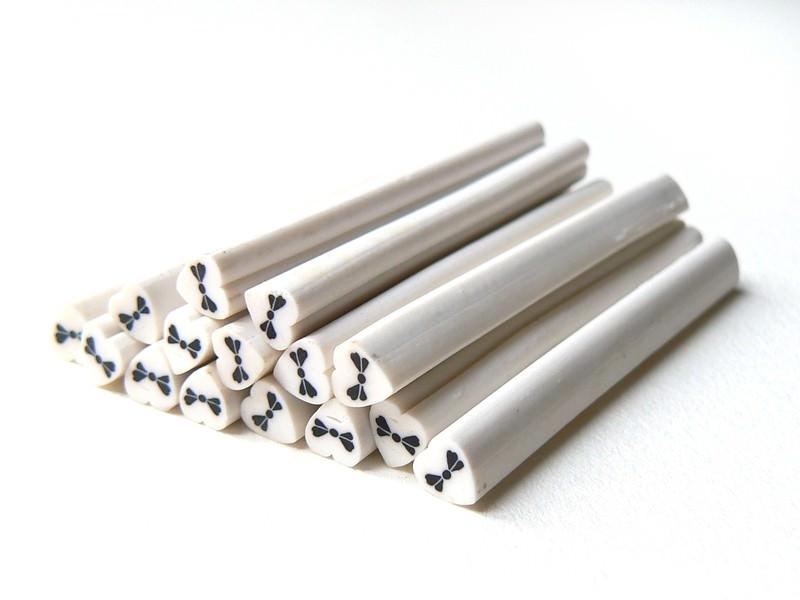 Acheter Cane coeur blanc et noeud noir - 0,99€ en ligne sur La Petite Epicerie - 100% Loisirs créatifs