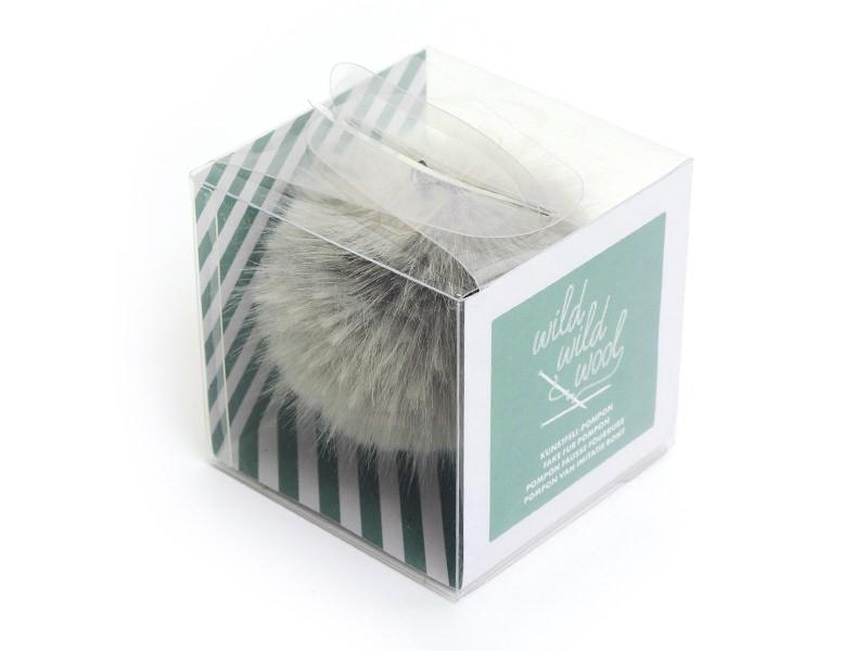 Acheter Pompon fausse fourrure - Gris argent - 6,95€ en ligne sur La Petite Epicerie - Loisirs créatifs