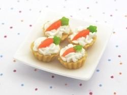 1 Miniaturkuchen / Miniaturcupcake - Karotte