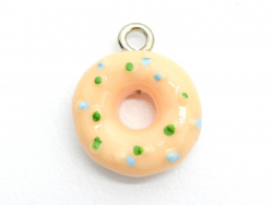 1 lachsfarben-weißer Donutanhänger aus Plastik