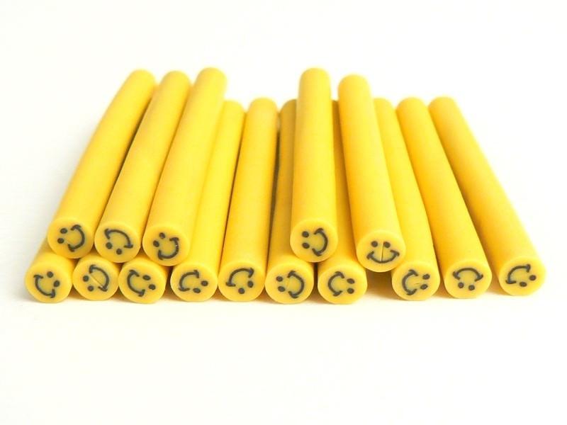 Cane sourire Jaune- en pâte polymère pour le modelage  - 1