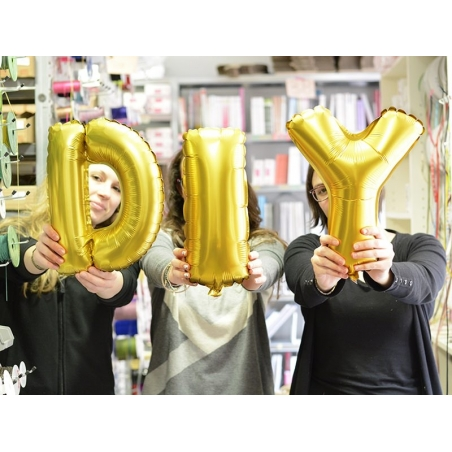 1 golden letter balloon (40 cm) - letter M