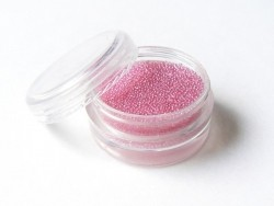Rosafarbene, durchscheinende Mikrokügelchen