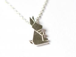 Zarte Halskette mit Origami-Hasenanhänger - silberfarben