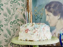 10 Bougies rouges à pois blanc - 11 cm
