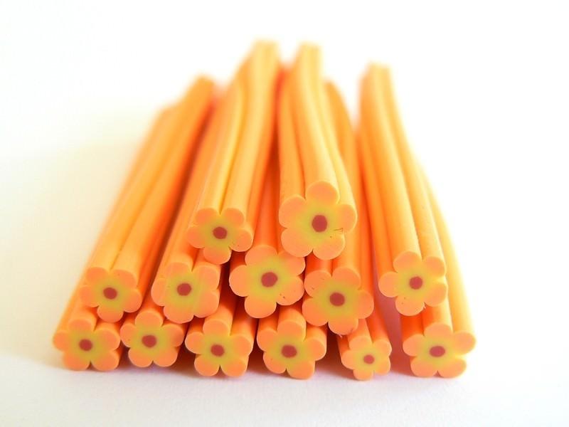 Cane fleur orange en pâte fimo