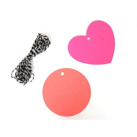 20 étiquettes coeur et leur ficelle - rose fluo Rico Design - 3