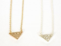 Delicate Superwoman necklace - gold-coloured