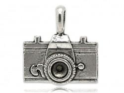 1 breloque appareil photo touriste argentée