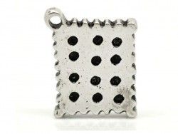 1 silver-coloured shortbread biscuit charm