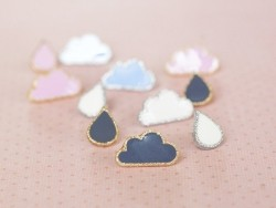 1 button in the shape of a cloud - Light pink and gold