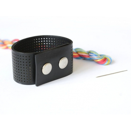 Kit for an embroided bracelet - graphic design