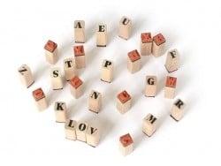 Tampons lettres et chiffres avec encreur noir - 48 caractères