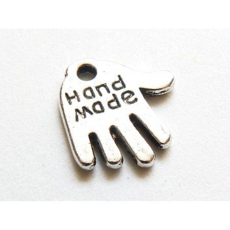 "1 silver-coloured charm bearing the word ""Handmade"""