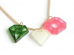 Halskette mit Diamantanhänger - rosa und grün