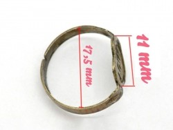 "1 bronze-coloured ring blank with the word ""Love"""