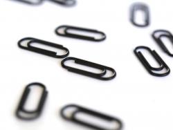 25 kleine schwarze Büroklammern - 15 mm