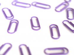 25 kleine lilafarbene Büroklammern - 15 mm
