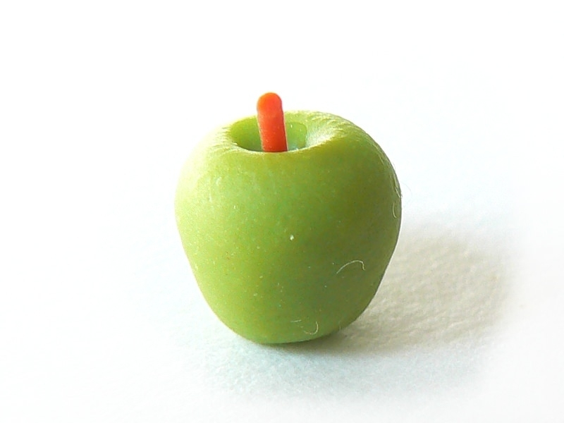 1 very realistic green miniature apple