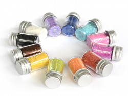 Set with 12 containers filled with glitter