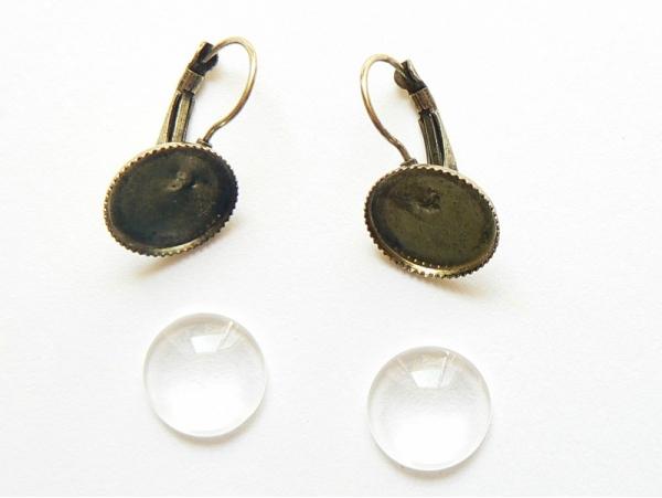 1 pair of earrings + cabochons