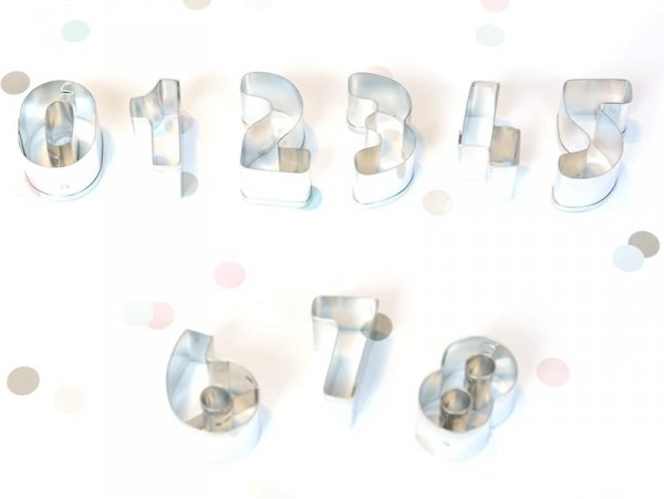 9 biscuit cutters - Numbers