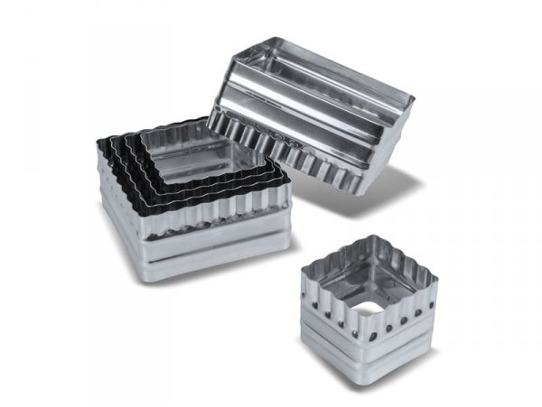 6 biscuit cutters - corrugated squares
