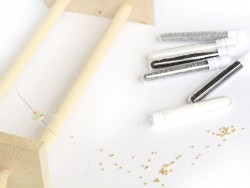 Röhrchen mit 1.100 Rocailleperlen - Miyuki Delica's 11/0 - glänzendes Weiß, Nr. 201